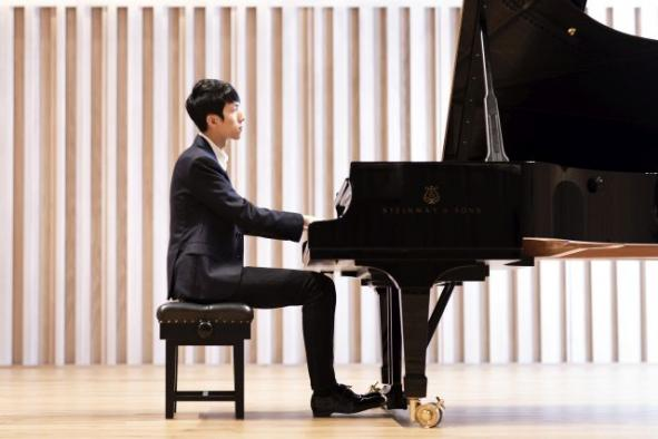 Eric Lu with Warsaw Philharmonic, 6/7 March 2020